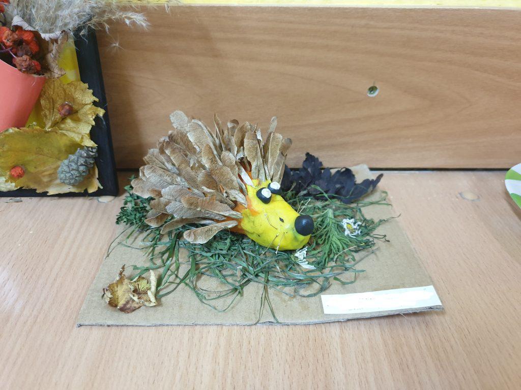 ежик из сушеных семян